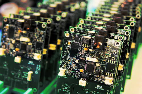 Technology-circuit-board-manufacturing-500x332